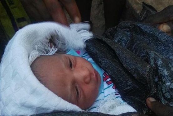 An abandoned baby has been discovered by the roadside in Akure, Ondo state capital. Twitter user @yemiefash, who shared the post, said the baby was found at Akinjo Street, Okeijebu in Akure. He tweeted; This little cutie was found abandoned on the roadside, the baby was found on Akinjo Street, Okeijebu in Akure. How can […]