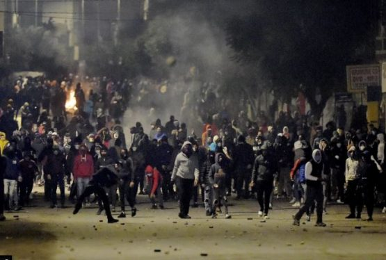 Tunisian leader tells protesters in Tunis suburb to not let looters exploit their 'poverty and misery'. Demonstrators in Tunisia protested for the fourth-consecutive day against the worsening social and economic crisis in the country as the president showed up at one rally and told them to stop. Blocking streets and setting barricades on fire on […]
