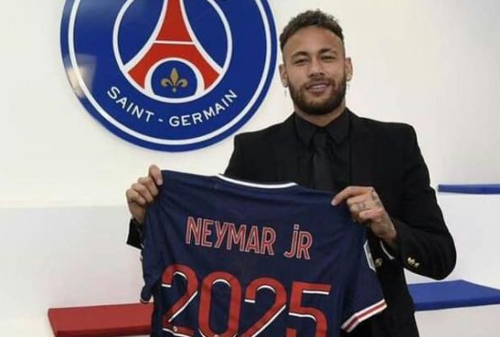 Brazilian International, Neymar JR, has extended his contract giants, Paris Saint-Germain (PSG) to 2025. He announced his renewed contract with PSG in a post sighted by DGN Online on his verified Facebook page. Writing in French, Neymar JR described his new deal with PSG as a continuation of history. PSG first signed Neymar from Barcelona […]